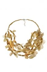 Short necklace with natural materials