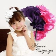 Saten tiara with  three  flowers in black and white